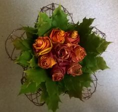 Ruusukimppu vaahteranlehdistä