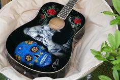 #guitare  Motif #tribal , motifs savane, #palmiers , #roses  #skull  #biker ,  si vous voulez relooker vos #instruments  de #musique  je suis a votre #services .