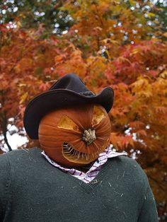 Diy Halloween Scarecrow, Halloween Party Decor, Halloween House, Halloween Pumpkins, Scarecrow Ideas, Halloween Ideas, Halloween Graveyard, Halloween 2017, Halloween Costumes