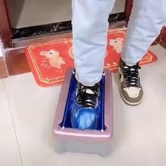 ☘☘Automatic shoe cover dispenser will easily and efficiently cover the shoves, keep your floor clean and save your valuable time. 😍