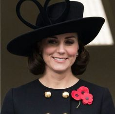 Kate Middleton just debuted the year's hottest haircut with her faux bob at the Remembrance Sunday Service in England. Kate Middleton, Hot Haircuts, Popular Haircuts, Princess Kate, Princess Charlotte, Duke And Duchess, Duchess Of Cambridge, Duchesse Kate, Herzogin Von Cambridge