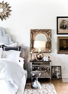 Metallic accents // Gold mirror and lamp