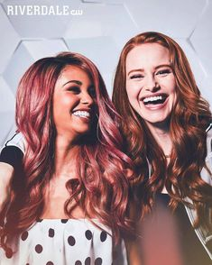 """35 curtidas, 2 comentários - Riverdale News daily (@riverdaily.updates) no Instagram: """"New promo Pic for Season 3 💞 #vanessamorgan #madelainepetsch #choni #riverdale #tonitopaz…"""""""