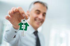 Broker es la persona o institución que se encarga de intermediar entre un vendedor y un comprador en operaciones financieras.