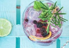 Smashes—those fruity, icy concoctions that highlight the best of the cocktail season—have been popular for over a century. Here I propose a delicious alcohol-free version Sparkling Mineral Water, Honey Syrup, Alcohol Free, Balanced Diet, Beverages, Drinks, Highlight, Blueberry, Mason Jars
