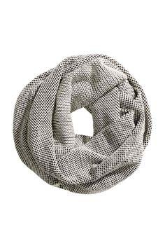Écharpe tubular de malha: Écharpe tubular de malha macia. Largura: 60 cm. Circunferência: 180 cm.