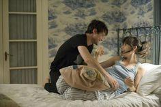 Get the Look: Zooey Deschanel's Bedroom in 500 Days of Summer