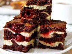 Brownies s tvarohom a s višňami - Mňamky-Recepty. Czech Recipes, Russian Recipes, Cream Cheese Brownies, Sweet Pastries, Chocolate Brownies, Chocolate Pudding, No Bake Cake, Sweet Recipes, Easy Recipes