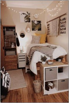 College Bedroom Decor, Cool Dorm Rooms, Room Ideas Bedroom, Small Room Bedroom, Small Bedrooms Decor, Boho Dorm Room, Gold Bedroom, White Bedroom, Bedroom Inspo