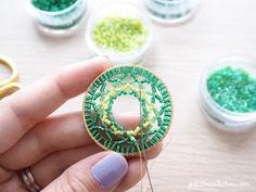 Colgante de círculo Mandala en tejido de punto de ladrillo en perlas Miyuki de Petit bout de cabou paso 5 Dream Catcher, Crochet Earrings, Creations, Beads, Blog, Jewelry, Collar, Comme, Log Projects