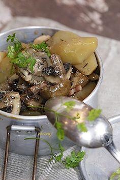 Préparation : 20 min Cuisson : 30 min Pour 4 personnes : -400 g de pommes de terre -80 g de lardons fumés -1 oignon -1 échalote -2 cuillères à soupe d'huile d'olive -1 cuillère à soupe de farine -400 g de champignons du moment (Paris, cèpes, chanterelles…)...