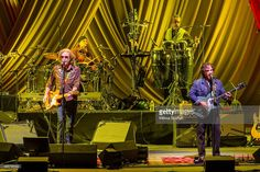 Daryl Hall (L) and John Oates perform at The Greek Theatre on August 29, 2015 in Berkeley, California.
