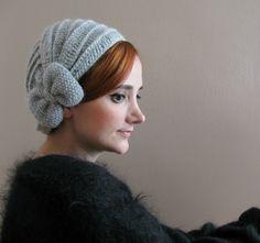 Boina Crochet gris claro con arco por SistersandStories en Etsy, $30,00