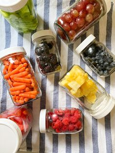 Ever wonder how to keep berries fresh longer? I've got the BEST hack for making your berries, fruit and veggies stay fresh longer. Quick Snacks, Healthy Snacks, Healthy Eating, Healthy Recipes, Storing Fruit, Food Waste, Fruits And Veggies, Vegetables, The Fresh