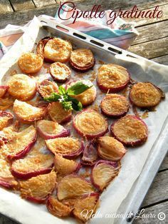 cipolle gratinate - nella cucina di laura Vegetable Recipes, Vegetarian Recipes, Healthy Recipes, My Favorite Food, Favorite Recipes, Light Recipes, Easy Cooking, Fruits And Veggies, Italian Recipes
