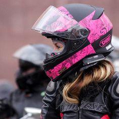 cdfd9556 Badass Motorcycle Helmets. Cascos, Carritos, Motociclista Femenina, Chica  Ciclista, Muñecas En