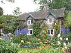 Cottage in Milldale, England (photo credit to David Downing)...a place to dream of, or paint