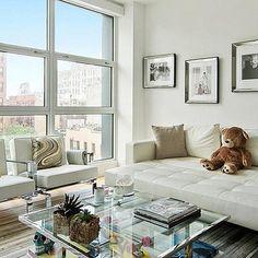 Step Inside Supermodel Gigi Hadid's Fabulous NY Apartment: Gigi Hadid is on the move. Home Decor Styles, Home Decor Bedroom, Minimalist Room, Manhattan Apartment, Ny Apartment Decor, Home Decor, Apartment Decor, Interior Design, Dream Rooms