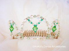 Eine kleine blasse grün Tiara. Jade von KoKosAccessories auf Etsy