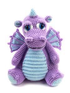 Dragon En Crochet, Crochet Dragon Pattern, Crochet Dinosaur, Crochet Amigurumi Free Patterns, Crochet Geek, Crochet Dolls, Free Crochet, Drake, Stuffed Animal Patterns