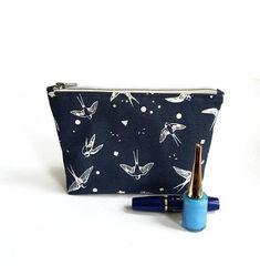Bekijk dit items in mijn Etsy shop https://www.etsy.com/nl/listing/599975255/make-up-tas-met-het-patroon-van-een