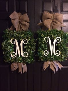 Love this wreath! Square boxwood Wreath by WreathsbyLaura on Etsy, $95.00