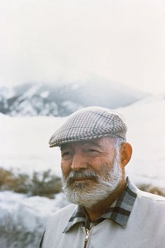 Hemingway in Ketchum, Idaho. Ernest Hemingway, Hemingway Cuba, Famous Men, Famous People, Louisa May Alcott, Story Writer, Writers And Poets, Playwright, Latest Generation