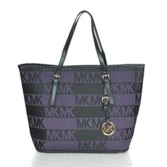 Michael Kors Logo Signature Large Purple Totes Our Michael kors outlet sale with discount and quality guarantee! Sac Michael Kors, Cheap Michael Kors, Michael Kors Outlet, Handbags Michael Kors, Fashion Sites, Fashion Bags, Fashion Fashion, Runway Fashion, Fashion Trends