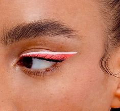 cool eye makeup with bubble gum pink and white eyeliner, pink eyeliner makeup Makeup Trends, Makeup Inspo, Makeup Ideas, Makeup Tutorials, Eye Makeup, Makeup Art, Makeup Brushes, Model Tips, Make Up Tutorial Contouring