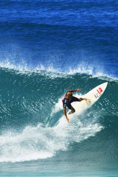 Kelly Slater... surfing...