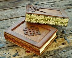 Beautiful handmade wooden journals: mandala and dragonfly Wooden Books, Altered Boxes, Book Launch, World Of Books, Book Nooks, Bookbinding, Handmade Wooden, Book Art, Mandala