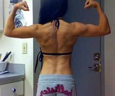 Many people underestimate how beautiful a strong, muscular back can be on a girl. This is pretty kickass if you ask me!