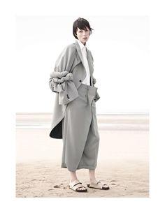 Sur le sable (Vogue Paris)