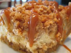 Caramel Apple Cheesecake Bars With Streusel Topping . A delicious dessert that will wow everyone!Caramel Apple Cheesecake Bars with Streusel Topping Recipe . Just Desserts, Delicious Desserts, Dessert Recipes, Cupcakes, Apple Recipes, Sweet Recipes, Caramel Apple Cheesecake Bars, Cheesecake Squares, Apple Caramel