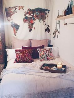 Cute dorm room ideas that you need to copy! These cool dorm room ideas are perfect for decorating your college dorm room. You will have the best dorm room on campus! Dream Rooms, Dream Bedroom, Diy Bedroom, Master Bedroom, Futon Bedroom, Bedroom Setup, Bedroom Nook, Warm Bedroom, Bedroom Furniture