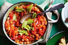 bloody mary baked beans. Een heerlijk gerecht met witte bonen in tomaten saus. Lekker koken in je eigen keuken !