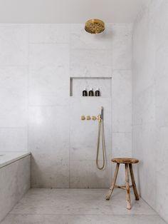 Inbuilt soap/shampoo