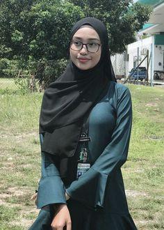 Felicia Kerns's media content and analytics Hijab Teen, Arab Girls Hijab, Girl Hijab, Muslim Girls, Casual Hijab Outfit, Hijab Chic, Hijab Dress, Beautiful Arab Women, Beautiful Hijab Girl