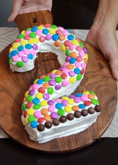 How to Make an Easy Number 2 Birthday Cake? - Birthday Cake Ideas Number 2 Cakes, Vanilla Sponge Cake, 2 Birthday Cake, Sponge Cake Recipes, Doughnut, Numbers, Birthdays, Cupcakes, Cake Ideas