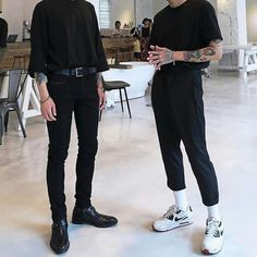 Likes, 8 Comments - Street Style Inspiration ( on Instagra. - See Pic Trendy Fashion, Korean Fashion, Men's Fashion, Fashion Trends, Male Street Fashion, Feminine Fashion, Fashion Styles, Jeans Men Fashion, Men Street Wear
