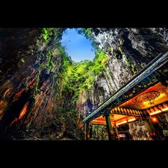 FirstEver Images Of Er Wang Dong Cave A Cave With Its Own - Er wang dong cave china large weather system