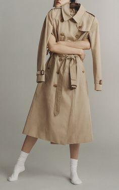 Get inspired and discover Burberry: The Heritage Trench Collection trunkshow! Shop the latest Burberry: The Heritage Trench Collection collection at Moda Operandi. Burberry Outfit, Trench, Luxury Fashion, Fashion Photography, Fall Winter, Westminster, Jackets, How To Wear, Shopping