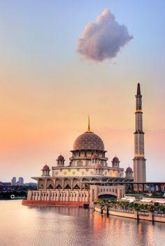 """islamic-art-and-quotes: """" Photo of Putra Mosque (Masjid Putra) in Putrajaya, Malaysia """" Putrajaya, Images Jumma Mubarak, Jumma Mubarak Beautiful Images, Jumah Mubarak, Islamic Wallpaper Hd, Muslim Images, Mosque Architecture, Indian Architecture, Beautiful Mosques"""