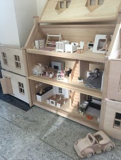This excellent photo is an obviously inspirational and remarkable idea Ikea Dollhouse, Wooden Dollhouse, Victorian Dollhouse, Modern Dollhouse Furniture, Doll House Plans, Plan Toys, Woodworking For Kids, Building For Kids, Lego House