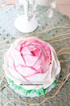 www.loveliana-online.blogspot.com: Giant Rose Cake (Buttercream)