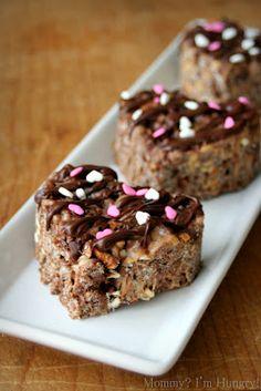 These Peanut Butter Pretzel Crispy Treats are adorable!