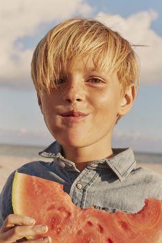 Look pour garçon chemise en jean collection IKKS Kid Boy printemps/été 2017 #ss17 #kidst