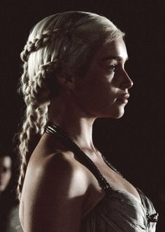 Daenerys Targaryen, mother of Dragons (Emilia Clarke) in Game of Thrones - The true Queen to the Iron Thrown. Emilia Clarke Daenerys Targaryen, Game Of Throne Daenerys, Dany Targaryen, Clarke Game Of Thrones, Game Of Thrones Art, My Champion, Khal Drogo, Mother Of Dragons, Khaleesi