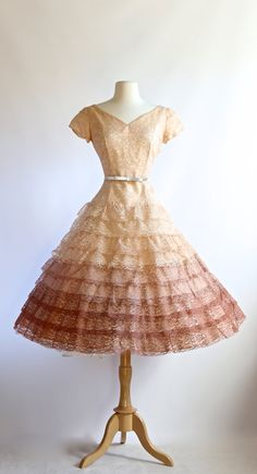 Vintage 1950s Party Dress ~ Vintage 50s Prom Dress ~ 1950s Blush Ombre Lace Dress with Full Skirt and Cap Sleeves Waist 28