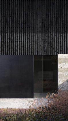 Architecture Windows, Architecture Building Design, Concrete Architecture, Facade Design, Exterior Design, Interior Architecture, Concrete Facade, Black Architecture, Concrete Texture
